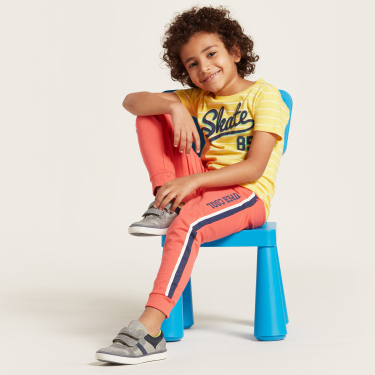 Juniors Striped Graphic Print T-shirt with Short Sleeves