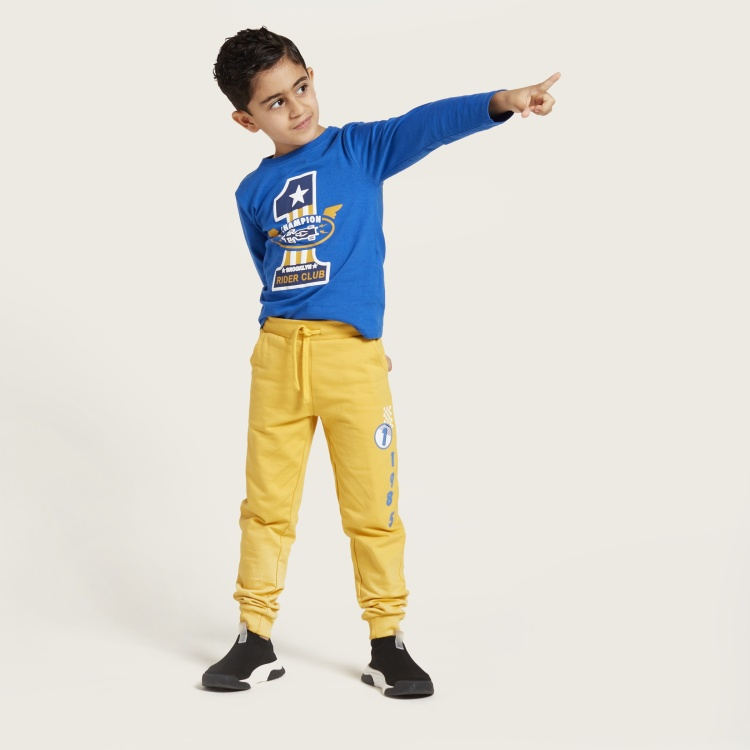 Juniors Printed Round Neck T-shirt and Jog Pants Set