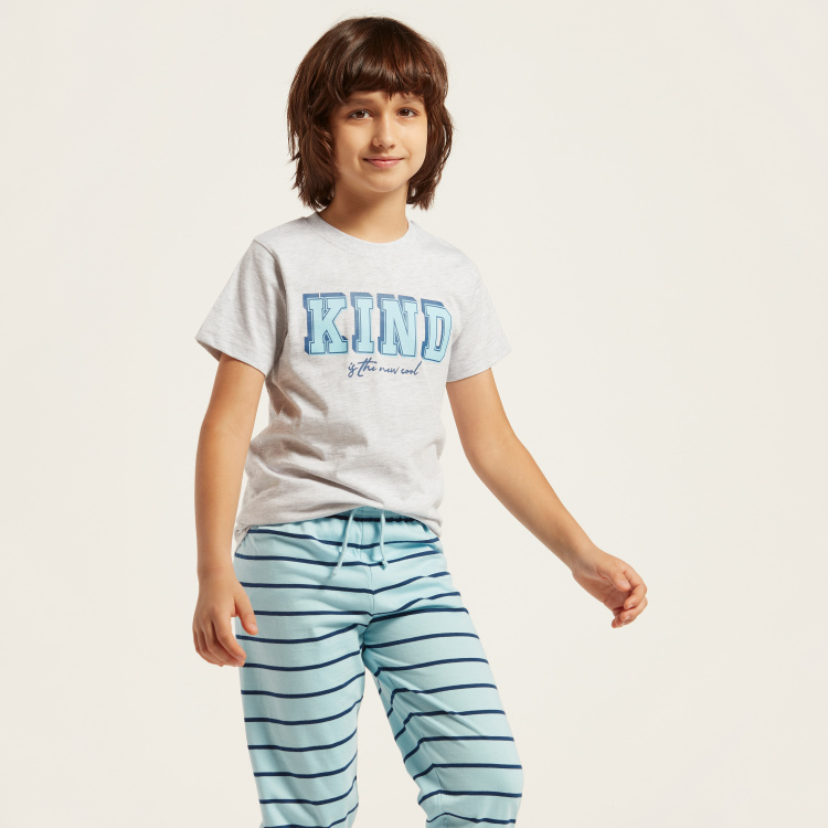 Juniors Typographic Print Round Neck T-shirt and Striped Joggers