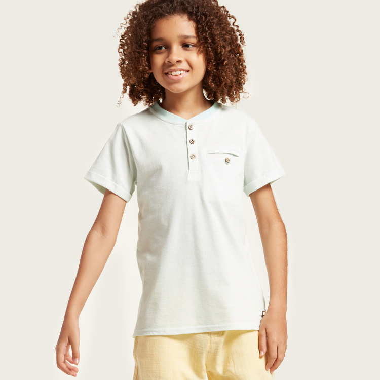Solid T-shirt with Short Sleeves and Pocket Detail