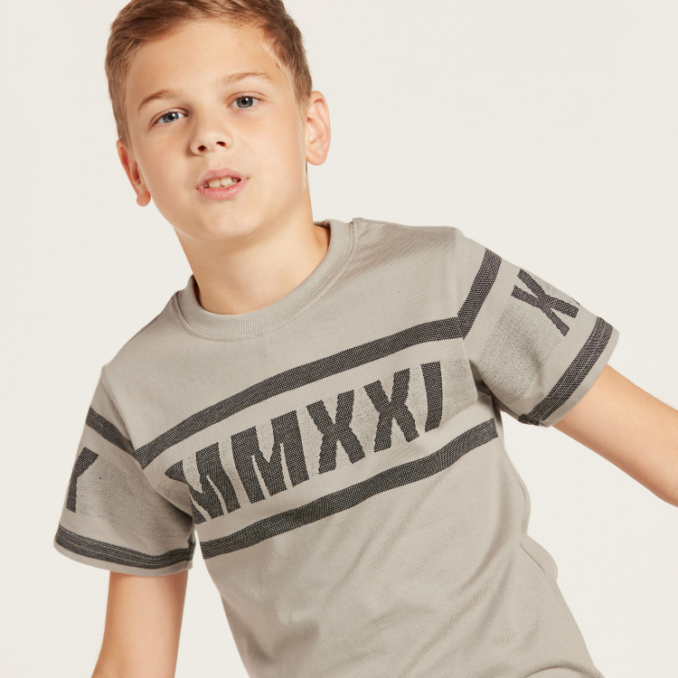 Iconic Graphic Print T-shirt with Crew Neck and Short Sleeves