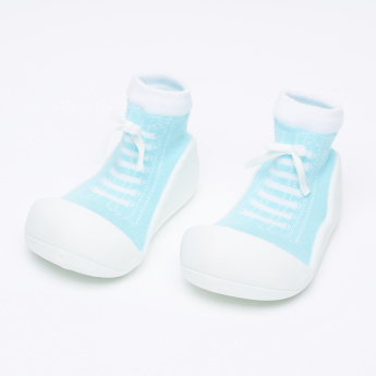 Attipas Textured Baby Shoes with Bow Detail