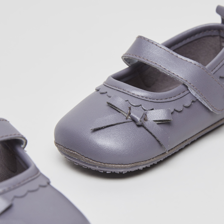 Giggles Textured Shoes with Bow Applique Detail