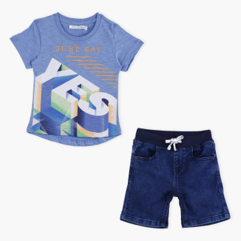 Juniors Printed Short Sleeves T-Shirt with Denim Shorts