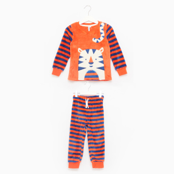 Juniors Tiger Printed T-Shirt and Striped Jog Pants