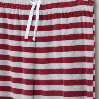 Juniors Printed T-Shirt with Striped Jog Pants