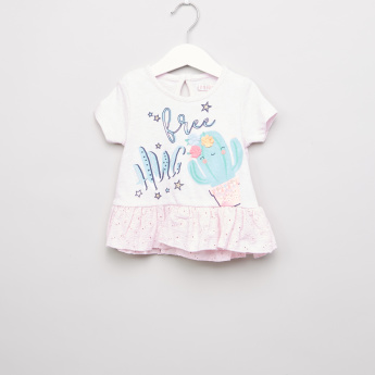 Juniors Graphic Printed T-shirt with Embroidered Hemline