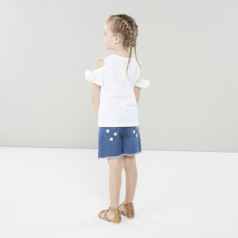 Juniors Floral Embroidered Denim Shorts with Fringed Hem