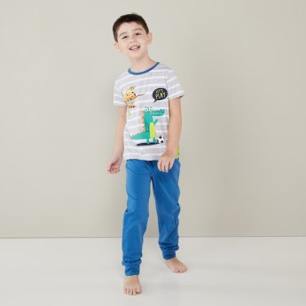 Juniors Printed Round Neck T-shirt with Full Length Jog Pants