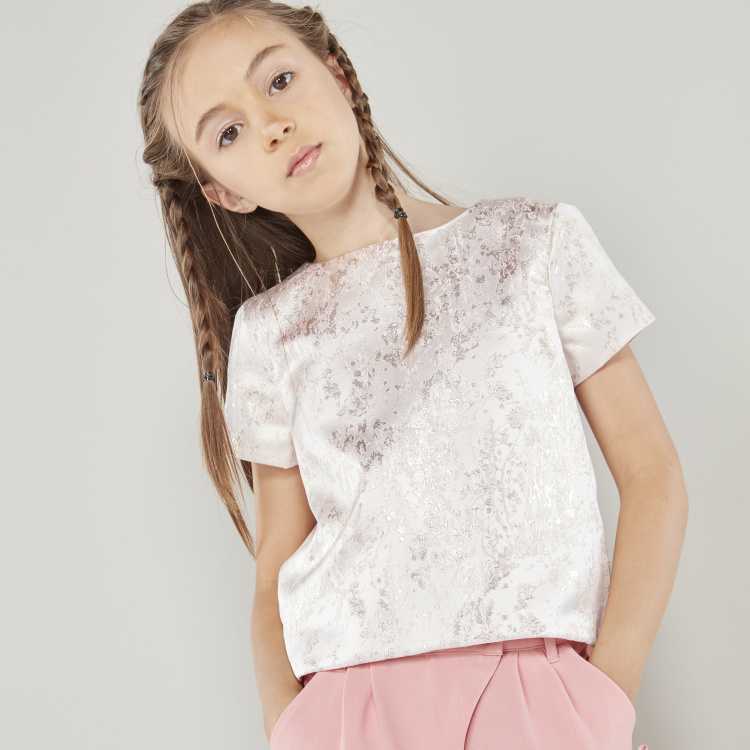 Juniors Textured Top with Round Neck and Short Sleeves